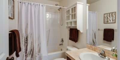 how to keep bathroom smelling fresh naturally